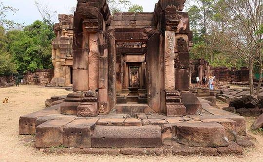 tempel knieender elefant thailand